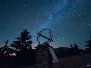 Photo Credit: Άγγελος Μακρής Ηλιακό ρολόι που έχει τοποθετήσει η Αστρονομική Ένωση Σπάρτης στον Πάρνωνα.