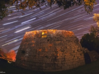 Photo Credit: Βασίλης Μεταλληνός Ίχνη Αστέρων πάνω από το αρχαίο τείχος της Κέρκυρας, Παναγία Νερατζίχα