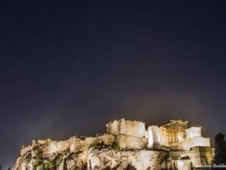 Photo Credit: Κωνσταντίνος Βασιλακάκος Ο αστερισμός του Ωρίωνα πάνω από την Ακρόπολη!! Να σημειωθεί ότι οι Πυραμίδες της Γκίζας χτίστηκαν με βάση την ζώνη του Ωρίωνα