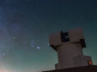 Photo Credit: Χριστόφορος Αναγνωστόπουλος Ο Ωρίωνας πάνω από το Τηλεσκόπιο Αρίσταρχος