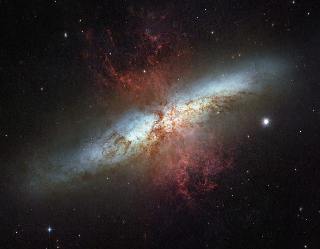 Ο Γαλαξίας Μ82, γνωστός και ως M31 και NGC 3034, είναι ο αρχέτυπος αστρογόνος γαλαξίας. Βρίσκεται στον αστερισμό Μεγάλη Άρκτος. Αλληλεπιδρά με τον Μ81 και είναι μία ισχυρή ραδιοπηγή, η ισχυρότερη στον αστερισμό της Μεγάλης Άρκτου.