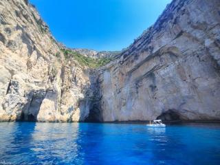 Σπηλιές στους Παξούς, Ιόνιο Πέλαγος Photo Credit: Βασίλης Μεταλληνός Facebook Page: https://www.facebook.com/bill.metallinos